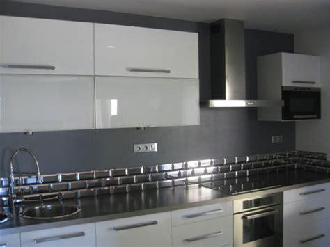 faience pour credence cuisine faience grise cuisine carrelage gris mur bois et gris dans une cuisine vintage ordinary