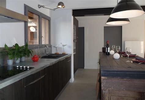 d馗o cuisine grise cuisine et grise dans un intérieur blanc bereal