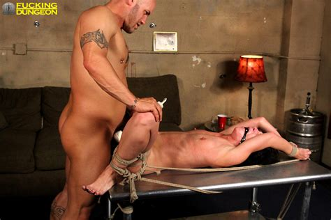Sex HD MOBILE Pics Fucking Dungeon Elise Graves Winter Bondage Sex Story
