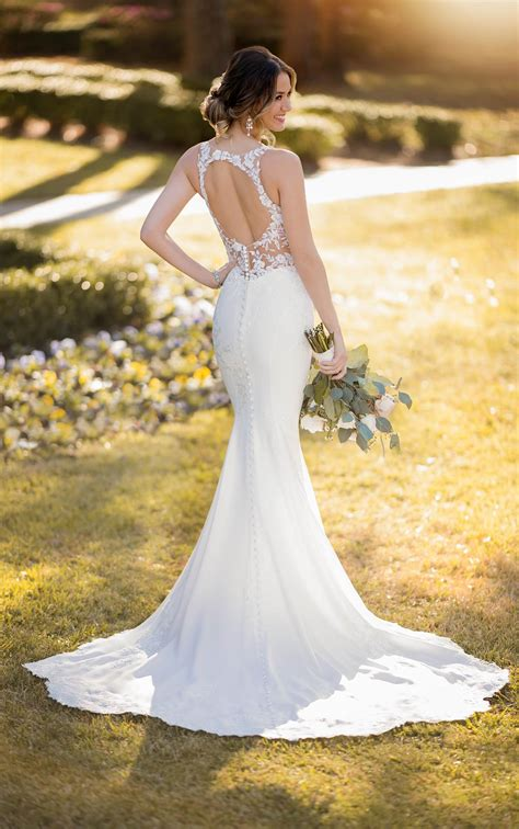 modern crepe wedding dress  scalloped train stella