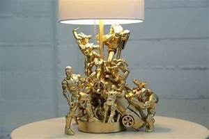 Lampe De Chevet Originale : sans pression cr ez une lampe originale en recyclant vos vieux jouets ~ Teatrodelosmanantiales.com Idées de Décoration