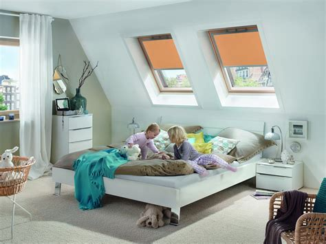 Schwingfenster Sorgen Fuer Viel Licht Im Raum by Kombination Aus Zwei Dachfenstern Mit Sichtschutzrollos