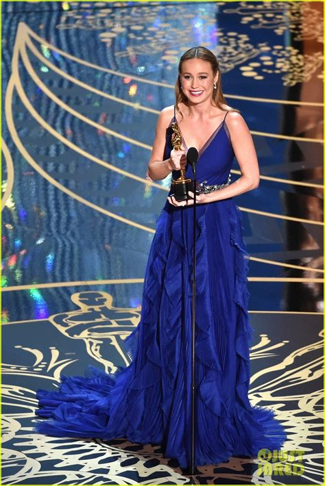 2016 oscar best actress brie larson wins best actress at oscars 2016 for room