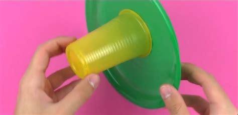 piatti bicchieri per feste incolla piatti e bicchieri di plastica costruisce un