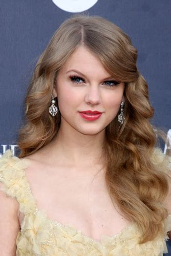taylor swift net worth therichest