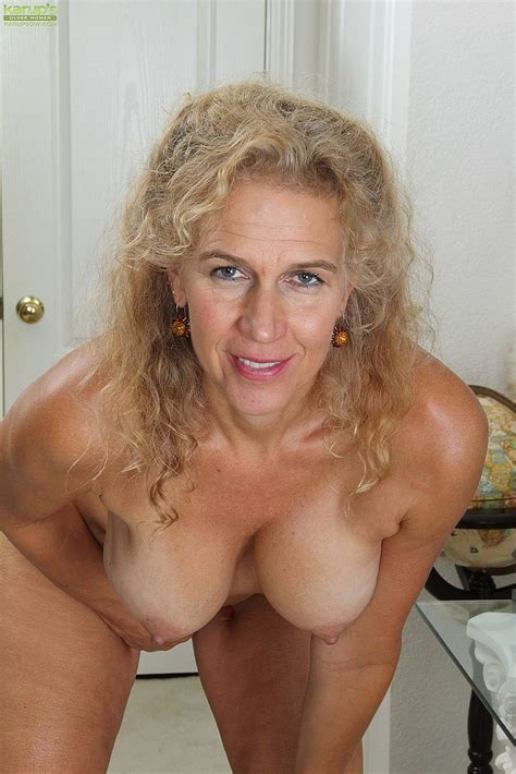 Mature Blondie Cally Jo Polish Her Pearl Milf Fox