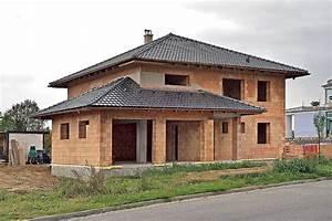 Kolko stoji hruba stavba rodinneho domu