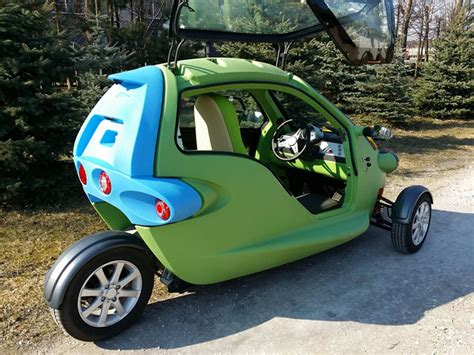 Sam Is A Bug-eyed Three-wheeled Two-person Electric Vehicle
