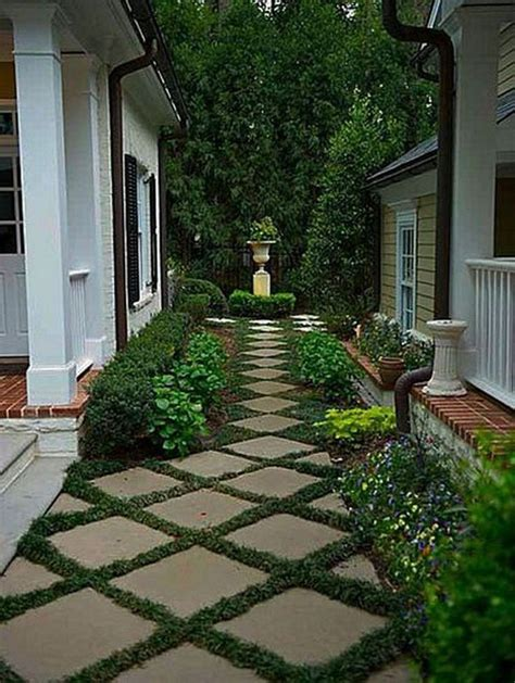 Simple Backyard Landscape Designs by Best 25 Cheap Landscaping Ideas Ideas On Diy