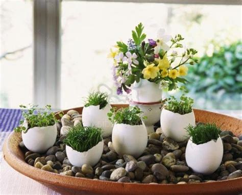 18 Spring Decor Ideas: Recycling Egg Shells For Miniature Vases, Green Easter