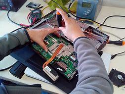 Résultat d'images pour démonter les ordinateurs, génies de l'informatique