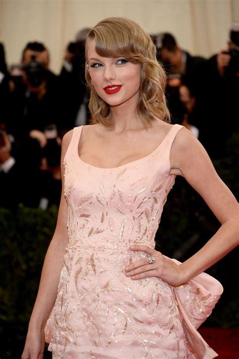 Taylor Swift in Oscar de la Renta Satin Gown – 2014 Met ...