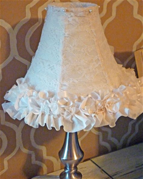diy ruffle  lace lampshade makeover