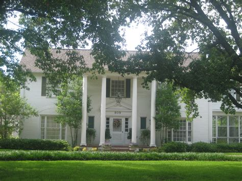 plantation style house file plantation style home in madisonville tx img 1016 jpg