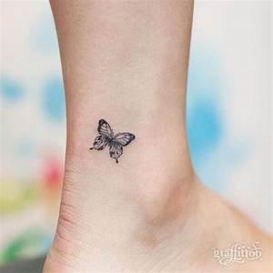 Kleiner Schmetterling Tattoo : die besten 25 winzige schmetterlingst towierung ideen auf pinterest kleiner schmetterling ~ Frokenaadalensverden.com Haus und Dekorationen