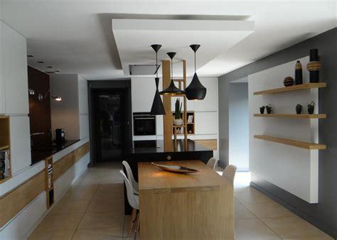 faux plafond cuisine design le faux plafonds souligne la partie centrale un amour de