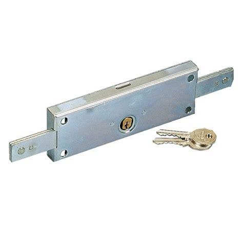 serrure de porte de garage serrure 224 tringles pour porte de garage et rideau m 233 tallique 224 cylindre rond 4517n vachette