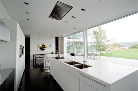 ilot cuisine sur roulettes design épuré pour maison contemporaine belge aux lignes