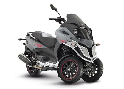 It S Back The Gilera Fuoco 500 This Time It S An Lt Trike Cd Scooters