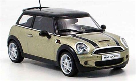 mini cooper  miniature grise metallisee  autoart