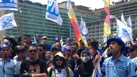 subsidi bbm dicabut buruh tuntut kenaikan upah bbc news indonesia