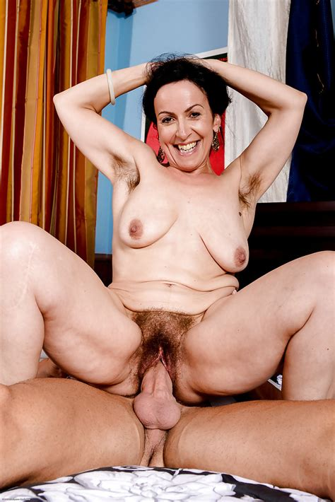 Older Lady Nina Swiss Spreads Her Hairy Vagina While