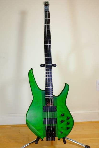 status graphite custom  classic headless bass guitar