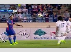 Ronaldinho delivers nolook assist for Barcelona legends