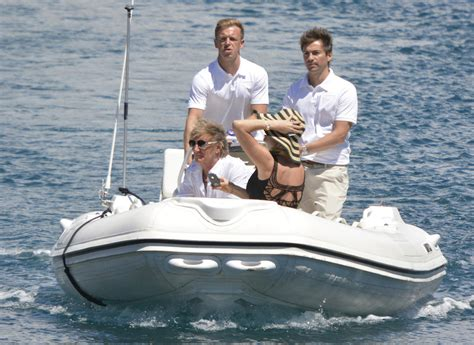 What Is To Take A Boat Ride In Spanish by Rod Stewart And Penny Lancaster Take A Boat Ride Zimbio