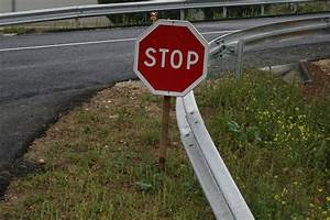 Panneau Stop Paris : til paris only has one stop sign in the entire city ~ Melissatoandfro.com Idées de Décoration