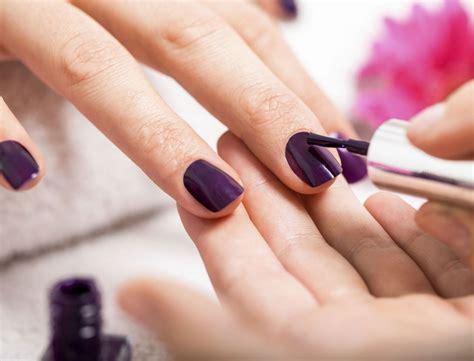 Ongle En Gel Couleur Modelage Ongles En Gel De Couleur Bordeaux Beaut 233 Des Mains Et Des Ongles Bordeaux Centre