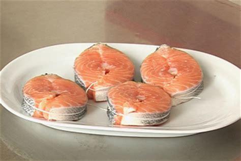 cuisiner darne de saumon recette tailler une darne de saumon