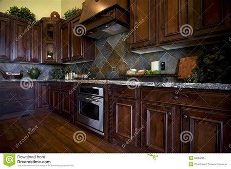 plancher cuisine bois cuisine luxueuse avec le plancher en bois dur photo libre