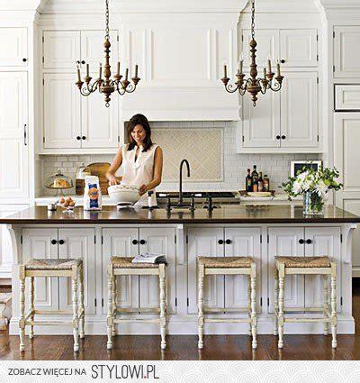 best white for kitchen cabinets biała retro kuchnia z wyspą i barkiem na stylowi pl 7810