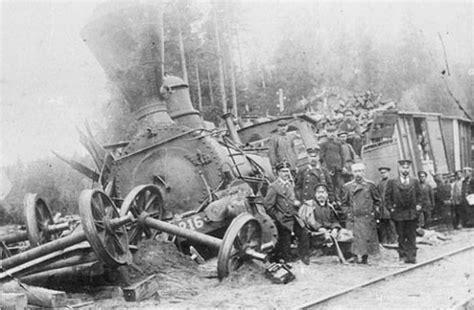 Train Wrecks And Crashes (40 Pics