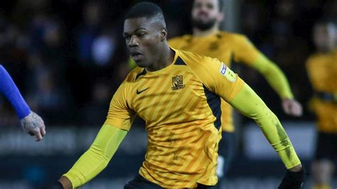 ACQUAH SIGNS NEW CONTRACT - News - Southend United