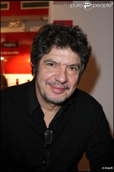 Lionnel astier, né le 31 octobre 1953 à alès, est un auteur de théâtre, acteur et metteur en scène français. Lionnel Astier : le père du Roi Arthur va se marier