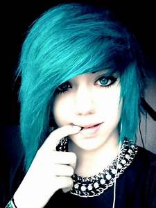10 Popular Emo Hairstyles For Girls