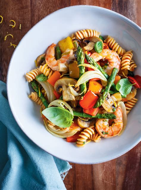 cuisiner des pates pâtes aux légumes et aux crevettes ricardo