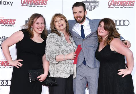 Chris Evans Family Photos, Wife, Parents, Age, Net Worth