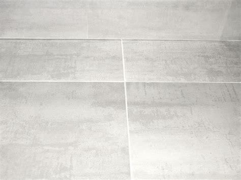 carrelage mural et sol tendance deco carrelage gris joint blanc sncast