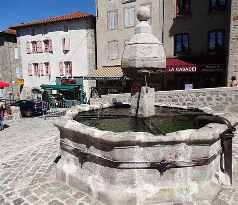 file fontaine de la chaise dieu jpg wikimedia commons