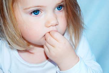 fingernaegel kauen bei kindern ursachen folgen abgewoehnung