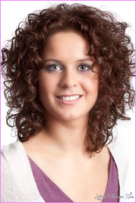 Curly layered haircuts round face LatestFashionTips com