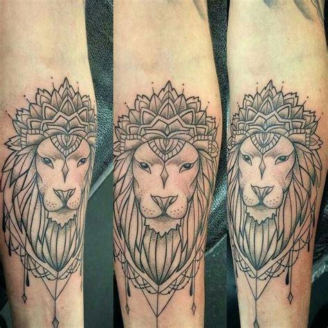 tatouage tete de lion femme