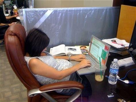 computer help desk jobs poor posture at your desk job 4 tips to combat the