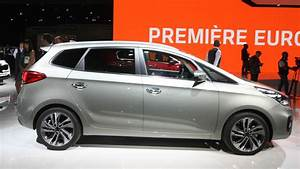 Kia Paris : kia carens facelift arrives in paris with minor changes ~ Gottalentnigeria.com Avis de Voitures