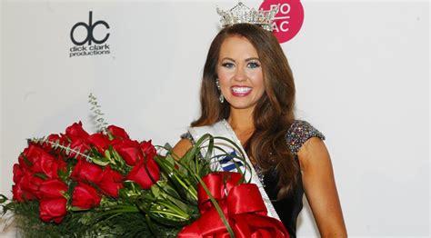 Photo Gallery: Cara Mund Is Crowned 2018 Miss America ...