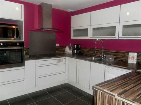 cuisine blanc et violet cuisine beige quelle couleur pour les murs