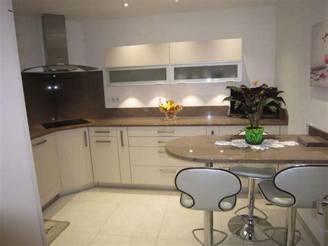 cuisine couleur beige cuisine taupe quelle couleur pour les murs avec cuisine noir et argent idees et cuisine mur
